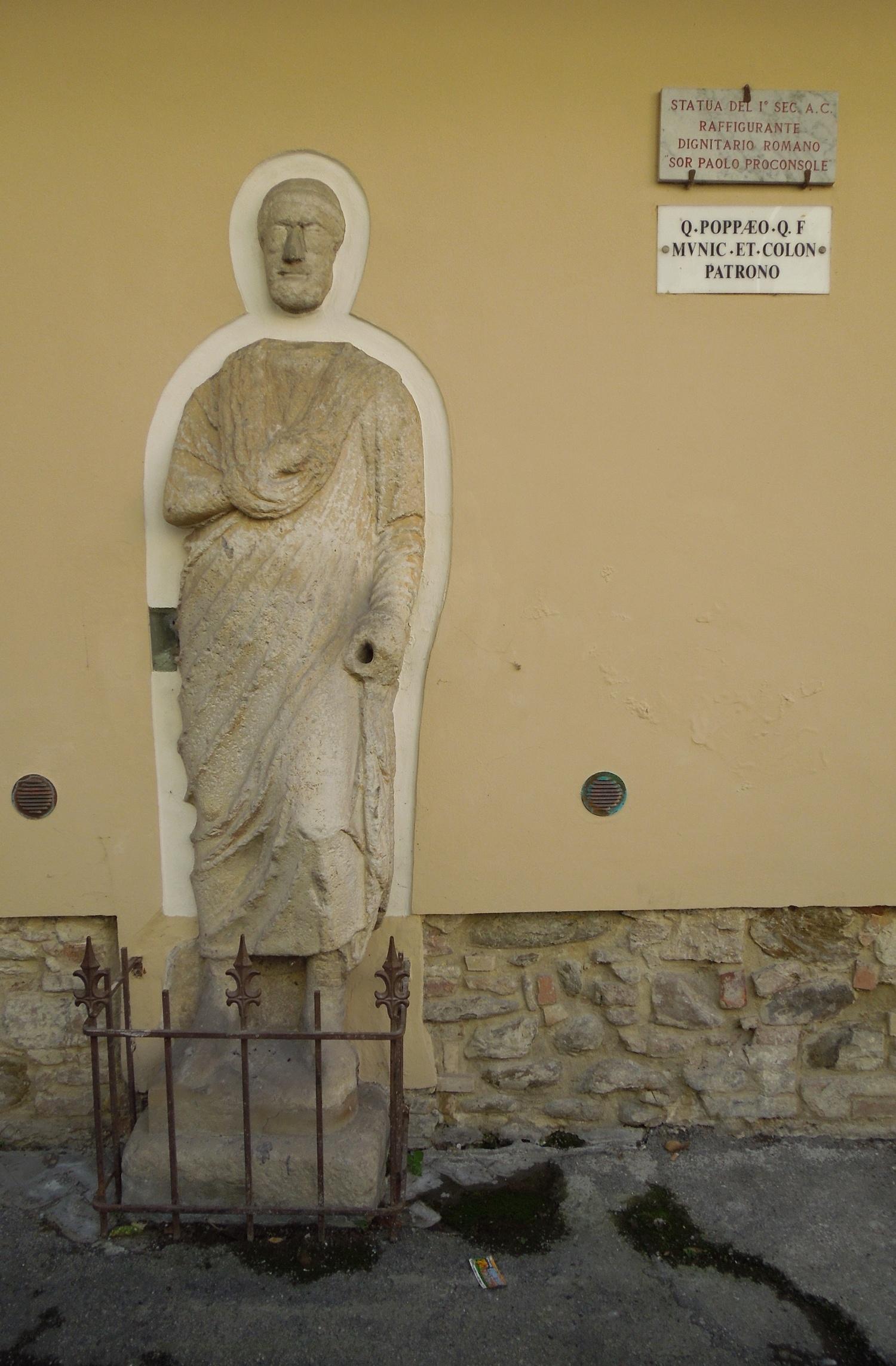 File:statua Di Sor Paolo Proconsole-Dignitario Romano-Teramo  16 10 2015 In Romano