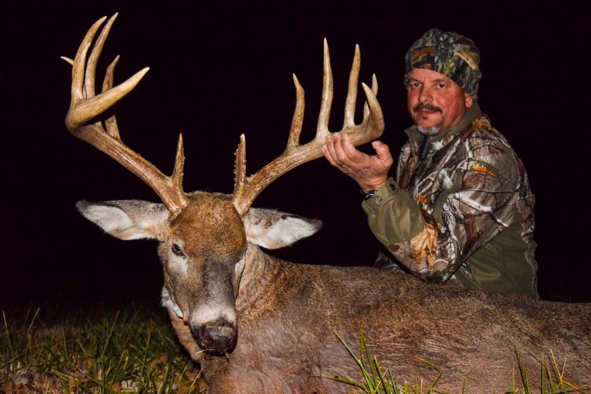 Guided Whitetail Deer Hunts In Kansas   Hunt Hickory Creek  Kansas Whitetail 2021 Rut