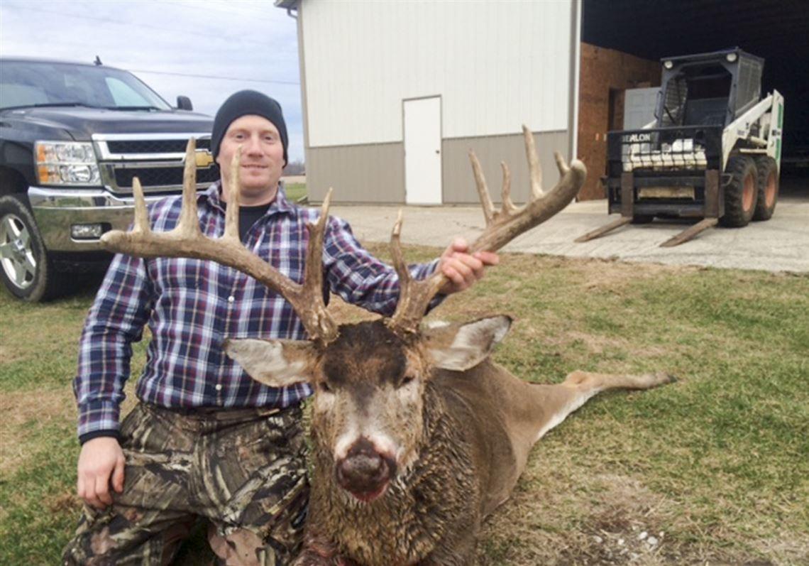 Huge Buck Leaves Patient Hunter In Awe | The Blade  Ohio 2021 Deer Rutt