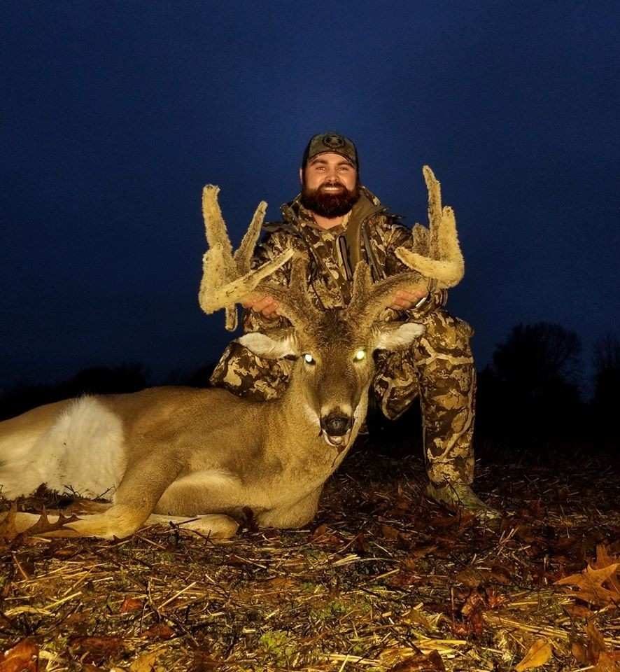 Tennessee Man Shoots Elusive, Rare Deer He Hunted For Years  2021 Tennessee Whitetail Deer Rut Dates